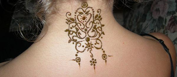 simple mehndi design for neck