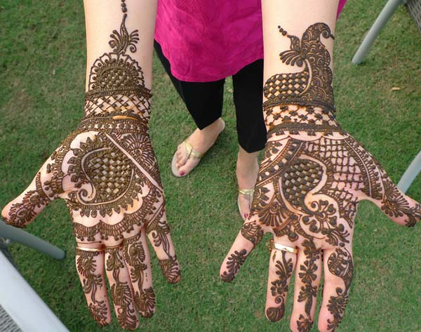 flowers and chequered patterns mehndi design for palm palms