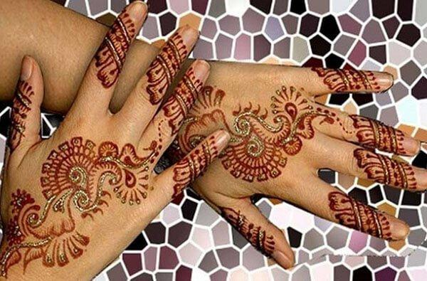 dazzling Arabic Mehendi design on back hand for women