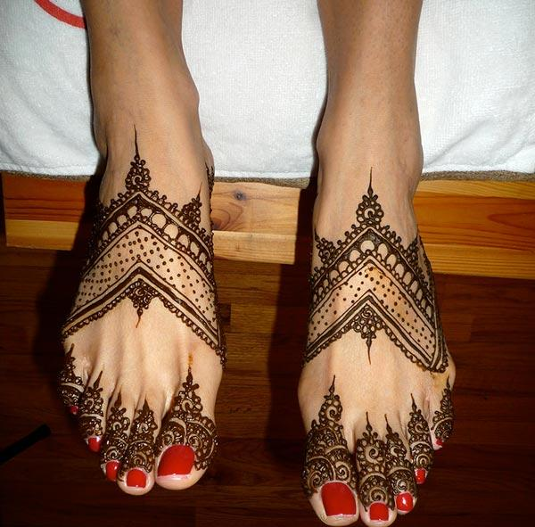 A delightful feet mehendi design for Women
