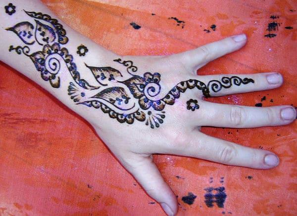 back hand Mehndi design a different look