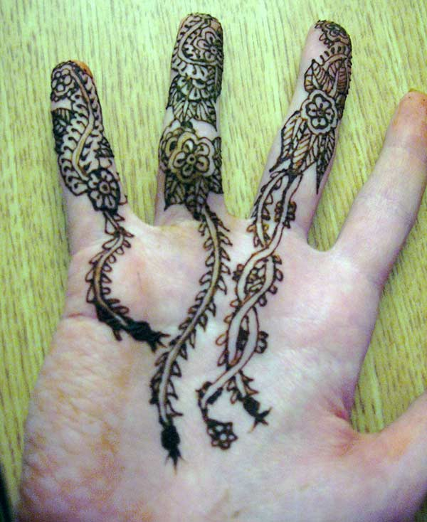floral creeper mehendi designs on fingers