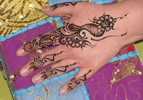 floral finger mehandi design