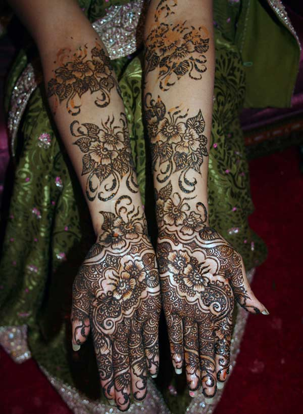 full hand Pakistani floral Mehendi design for brides