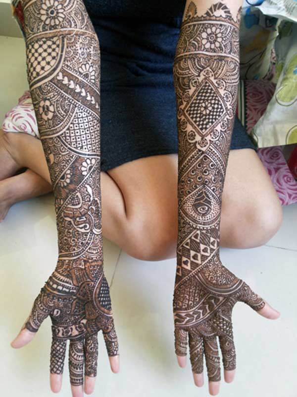 full hand bridal Mehandi design for brides