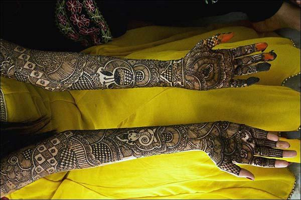 full hand mehendi design perfect for wedding