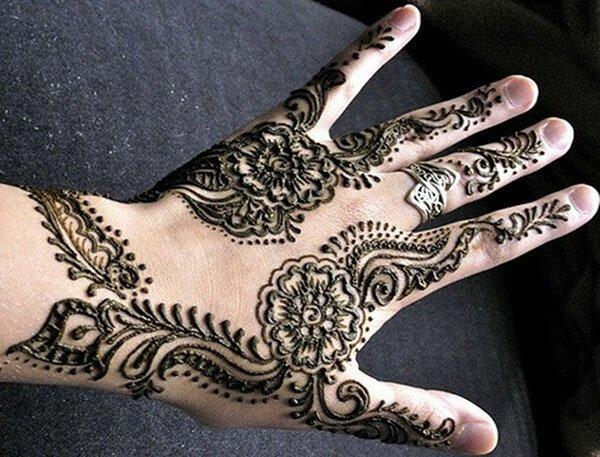 floral Mehendi design on back hand