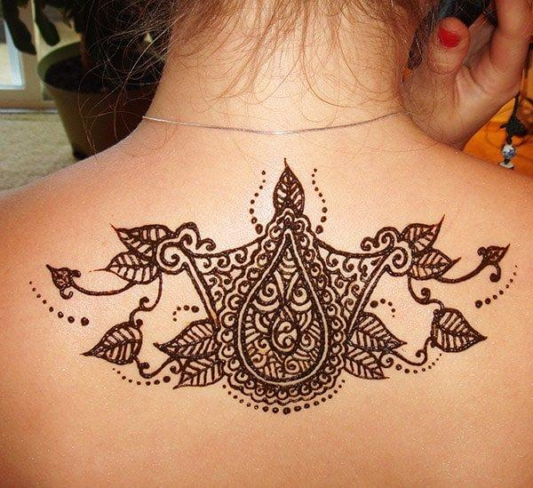 simple and easy paisley and leaves Mehandi design