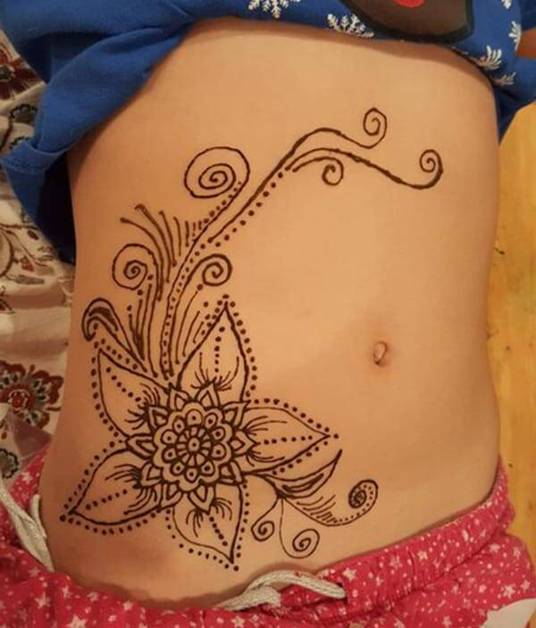 A floral mehendi design on stomach for Girls and woman