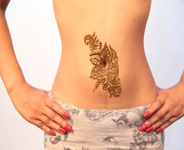 A delightful stomach mehendi design for Girls and women
