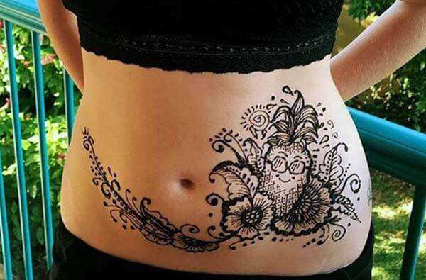 An alluring mehendi design on stomach for Girls and woman