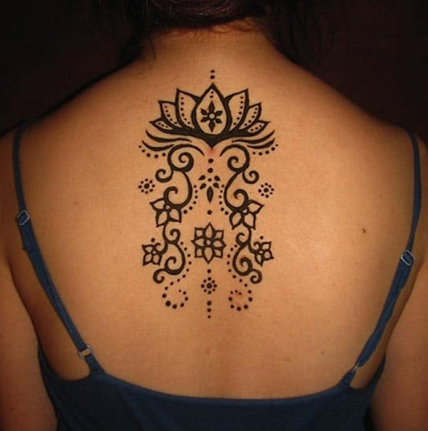 A good-looking mehendi design on back for women