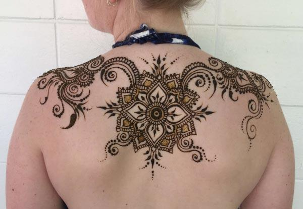 An artistic back shoulder mehendi design for girls and ladies