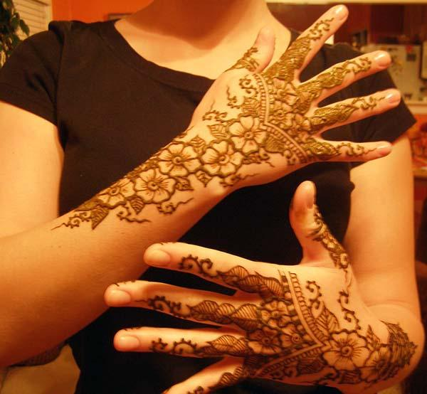 A lovely back hand mehndi design for women and girls