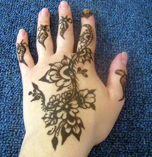 A pretty mehndi design on back hand for girls and women