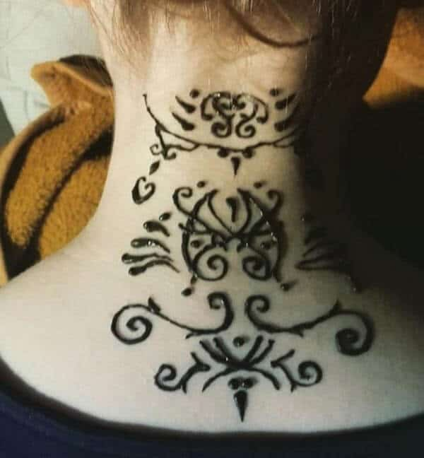 A creative neck mehendi design for Girls and ladies