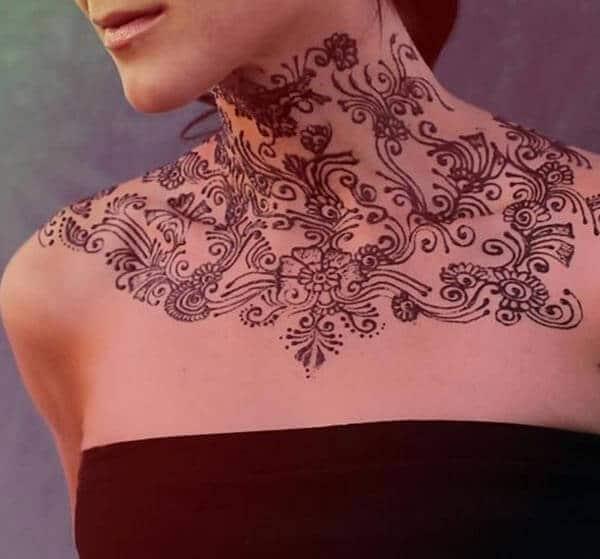 A ravishing neck mehendi design for Ladies