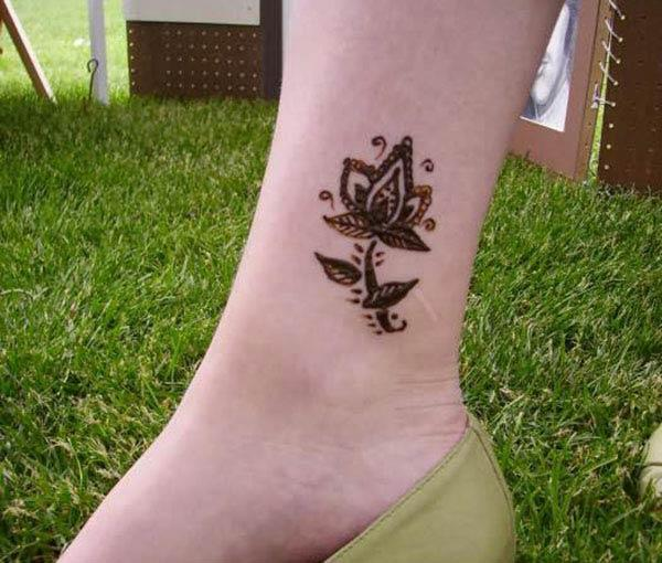 Awesome flower mehendi design on ankle for Ladies