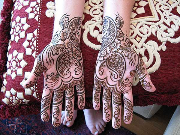 A swirl magic mehendi designs for Brides