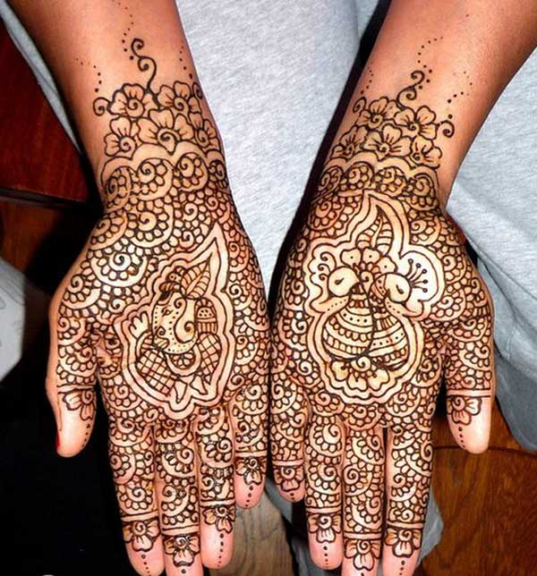 A wonderful bridal mehendi design for brides