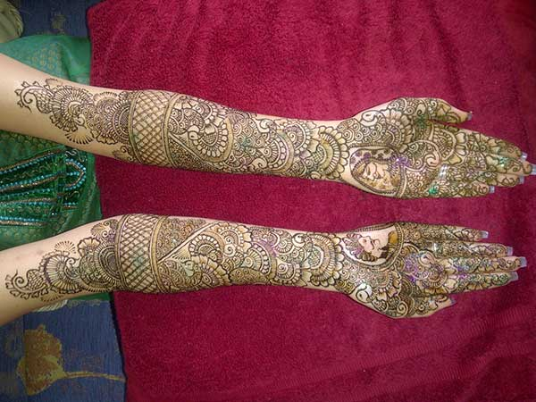 A magnificent full ahnd mehendi design for brides