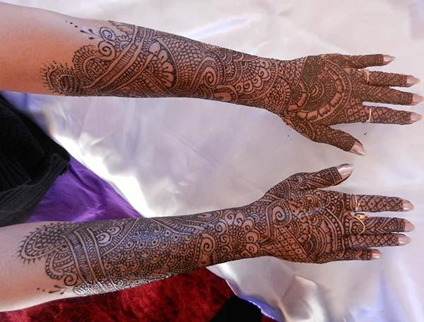 An exquisite full hand mehendi design for brides
