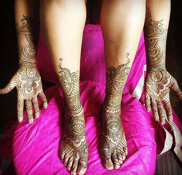 A stunning full hand and leg mehendi design for brides