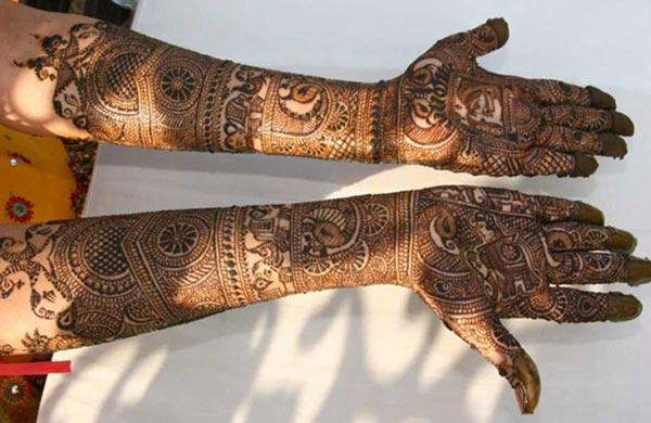 A ravishing full hand mehndi design for brides