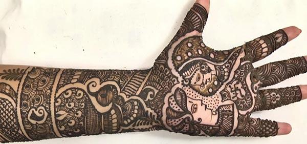 The bride and groom mehendi design on hand for brides