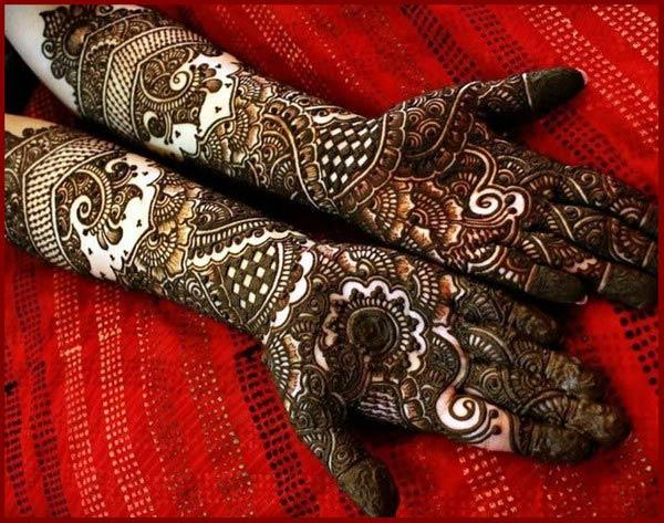 An attractive full hand mehendi design for brides