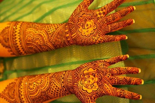 The bride and groom lovely bridal mehendi designs on hand