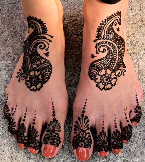 A brilliant feet mehendi design for ladies and girls