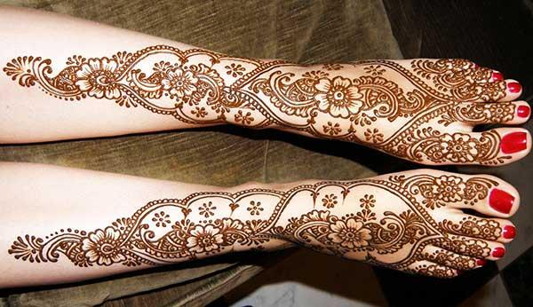 A mesmerizing full leg mehendi design for girls and women