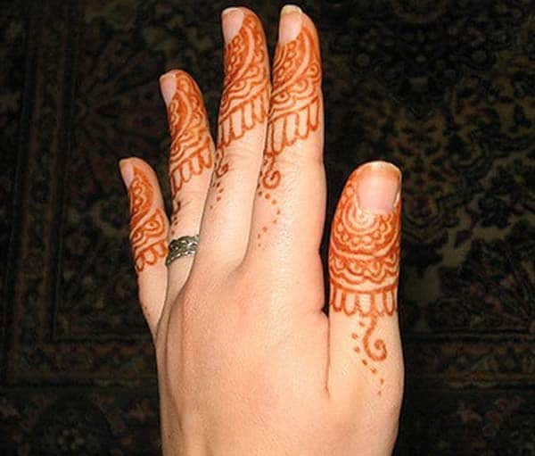 A delightful finger mehendi design for girls and women