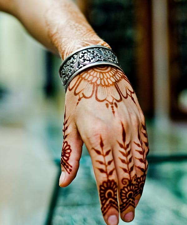 An impressive finger mehendi design for Girls