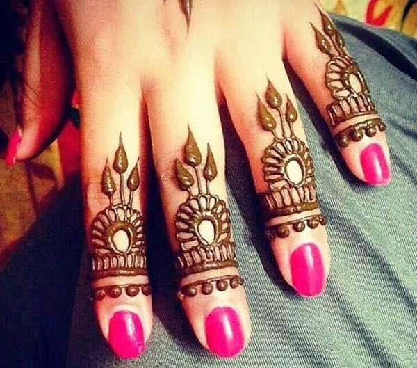 A pleasing mehendi design on fingers for Women
