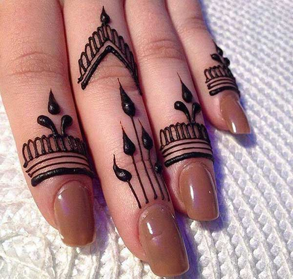 A striking mehendi design on finger for girls
