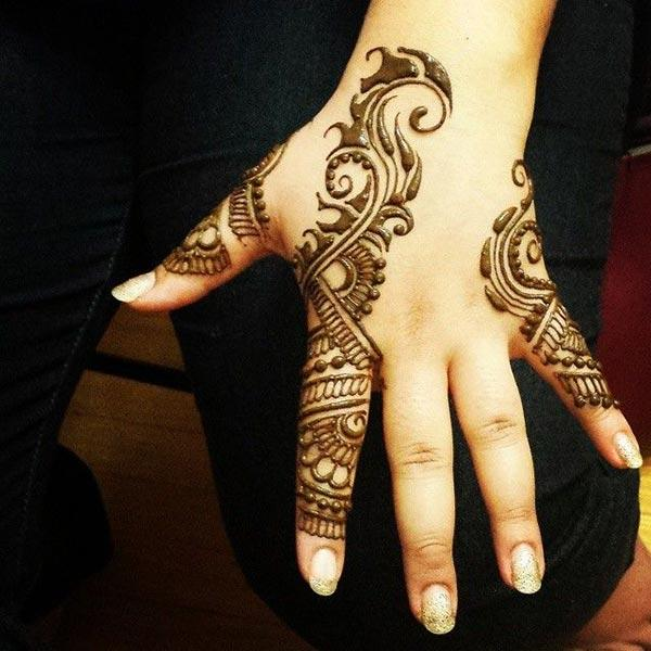A unique mehendi design on fingers for Girls