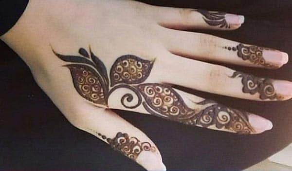 A leafy look mehendi design on fingers for Ladies