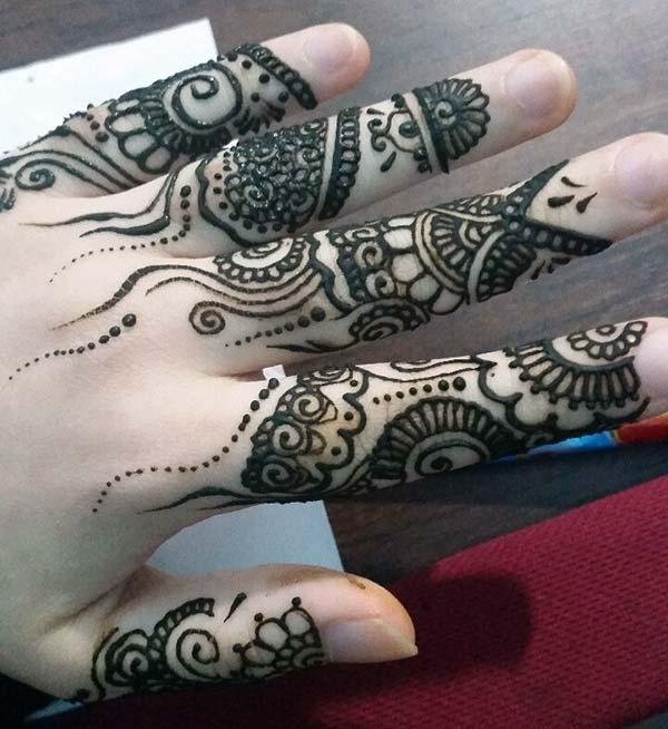 An artistic mehendi design on fingers for Women