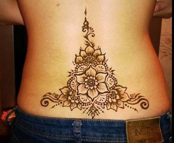 A magnificent lower back mehendi design for Girls and women
