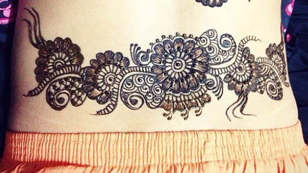 An outstanding lower back mehendi design for Ladies and girls