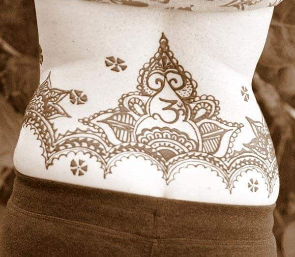 A gorgeous mehendi design on lower back of Ladies and girls