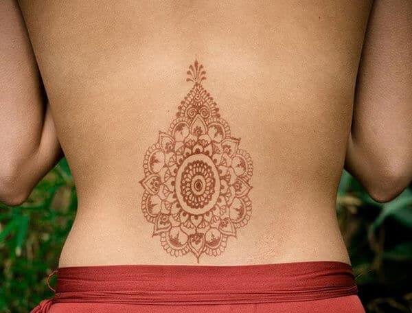 A delightful lower back mehendi design for Girls
