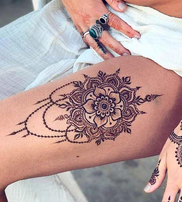 A sexy mehendi design on thigh for Girls