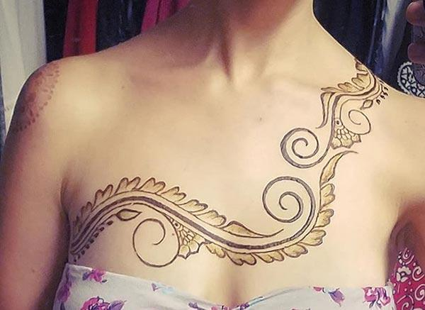 A charming mehndi design on chest for girls and women