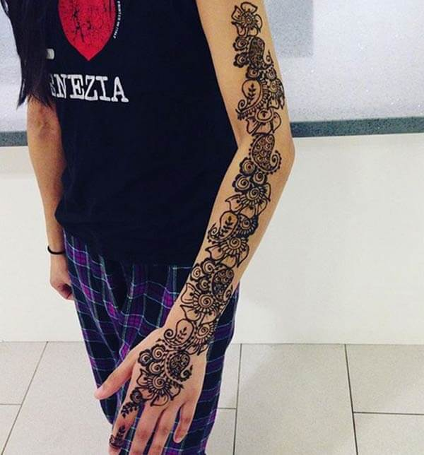 A heartwarming full hand mehendi design for girls