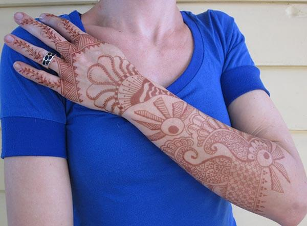 A good-looking full hand mehendi design for women