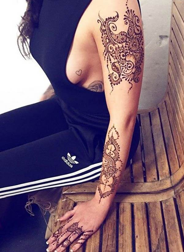 An impressive mehendi design on full hand for Girls