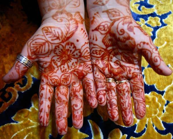 A wonderful palm mehendi design for girls and women